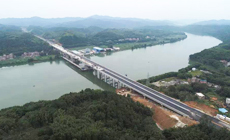 西部中大建设集团梧州环城项目仁义桂江特大桥成功合龙